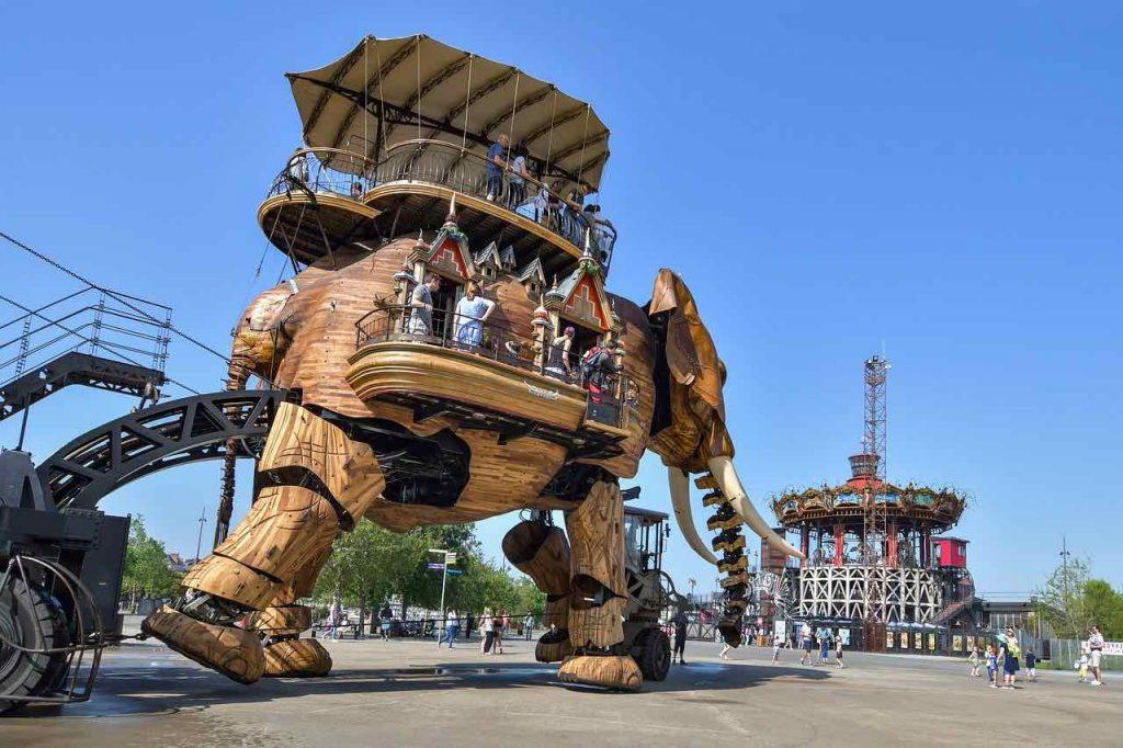 le célèbre éléphant métalique de l'île de Nantes