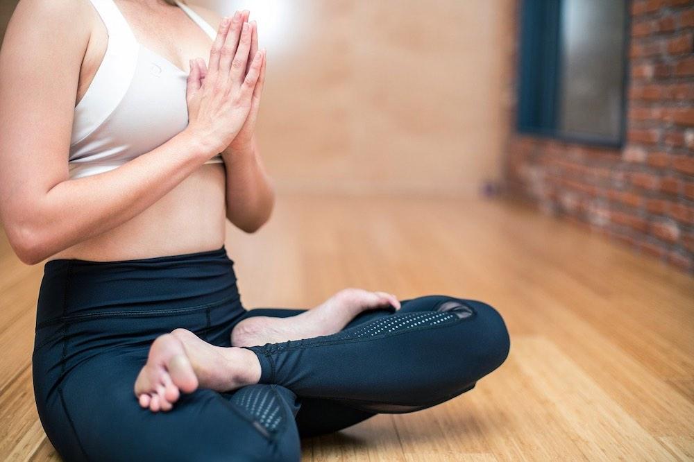 posture de yoga vinyasa