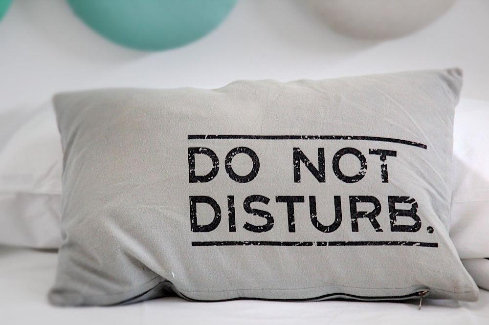 un oreiller ergonomique qui dit ne pas déranger !